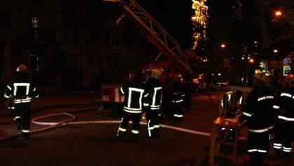 У багатоповерхівці Києва спалахнула пожежа: є жертви