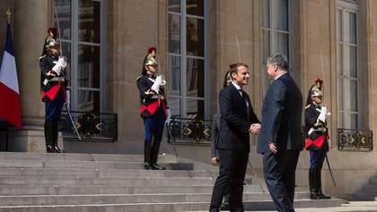Кремль осоромився із зустріччю Порошенка та Макрона
