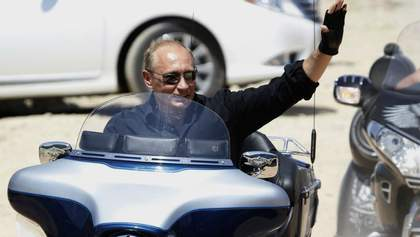 Путін похизувався незадекларованим мотоциклом у своєму автопарку