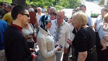 Фотофакт: добровольцам Осмаеву и Окуевой вручили награды имени Героя Украины