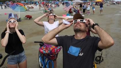 Як люди тішилися найдовшому сонячному затемненню: яскравий фоторепортаж