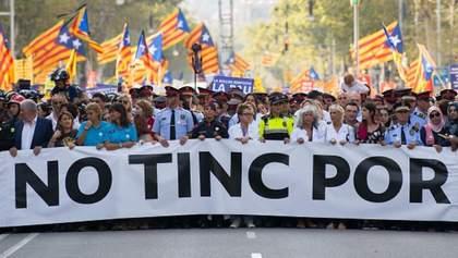 """""""Ми не боїмось!"""": сотні тисяч іспанців вийшли на вулиці Барселони"""