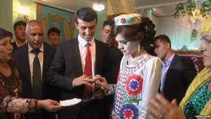 Учитель в Таджикистане посвятил стихотворение президенту и в подарок получил невесту