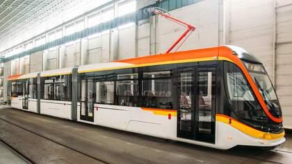 Как выглядит новенький украинский трамвай, который тестируют в Каменске: фото