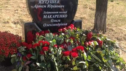 У Дніпрі встановили пам'ятник поліцейським, які загинули у стрілянині рік тому