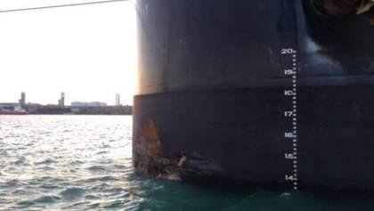 В Одессе грузовое судно врезалось в причал: фото