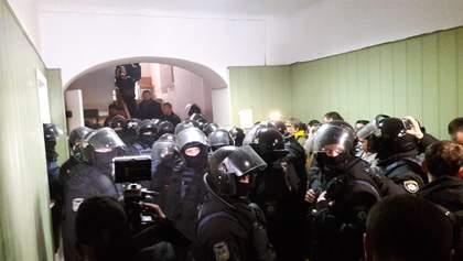 Суд над Коханівським: опубліковано фото та відео штурму будівлі суду