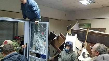 Полиция арестовала активистов, устроивших погром в Святошинском суде