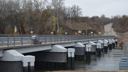 На Луганщине восстановили мост, разрушенный боевиками в 2014 году: фото и видео