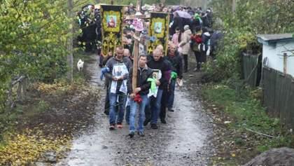 Прощалися на колінах: На Вінниччині поховали загиблого охоронця Мосійчука