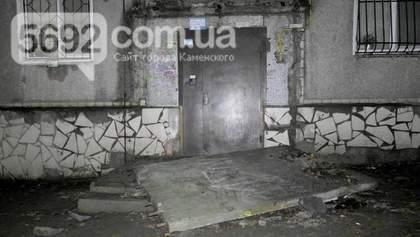 В Каменском из-за обвала крыши подъезда погиб подросток