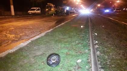Вследствие масштабной аварии с маршруткой в Мариуполе госпитализировали целую семью
