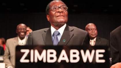 Мугабе таки пішов у відставку: люди святкують посеред вулиць