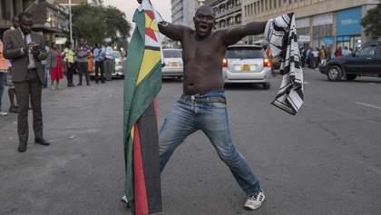 У Зімбабве святкують відставку президента Мугабе: яскраві фото з Хараре