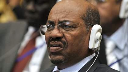 """Звинувачений у тяжких військових злочинах лідер Судану попросив у Путіна """"захисту від Америки"""""""