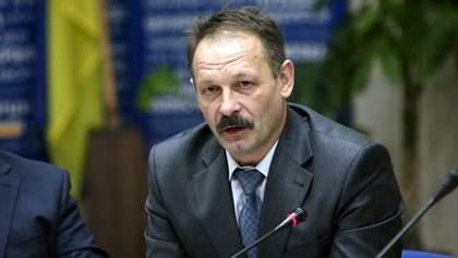 Нардепу Барне досталось от активистов под домом Луценко: видео стычки