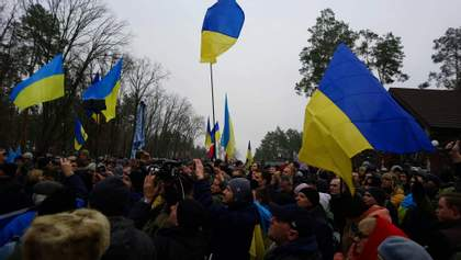 Ковдра для Луценка: як відбувалась акція під стінами будинку генпрокурора