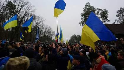 Одеяло для Луценко: как проходила акция под стенами дома генпрокурора
