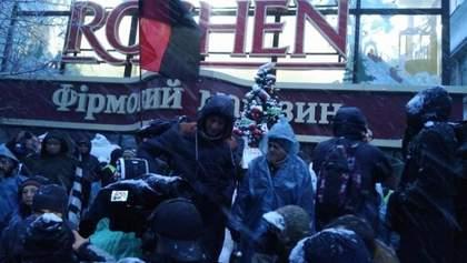 Учасники маршу у Києві заблокували магазин Roshen