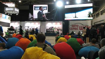 """Только для """"своих"""": в Киеве провели закрытую выставку автосервиса"""