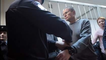 Экс-министра экономики России Улюкаева приговорили к 8 годам строгого режима