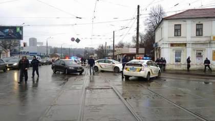 """Захоплення """"Укрпошти"""" у Харкові: озброєний чоловік у відділення """"Укрпошти"""" утримує 11 осіб"""