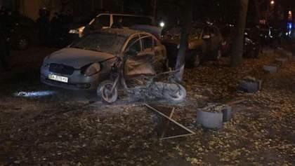Покушение на Мосийчука: появилось видео, как неизвестный ставит мопед со взрывчаткой