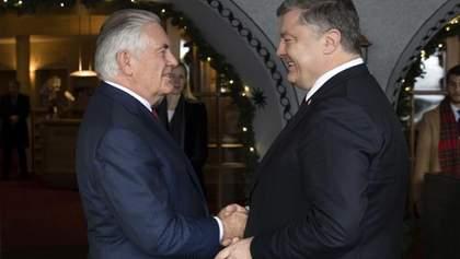 Порошенко рассказал, о чем договорился с главой Госдепа в Давосе