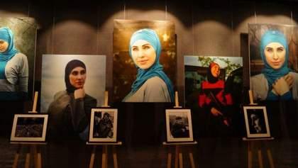 Фото и личные вещи Амины Окуевой стали экспонатами выставки в Днепре