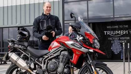 Принц Уильям протестировал новый мотоцикл: фото