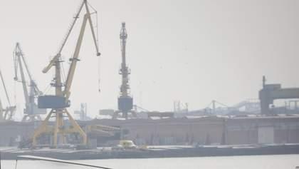 У Тунісі затримано судно з військовою технікою із Росії
