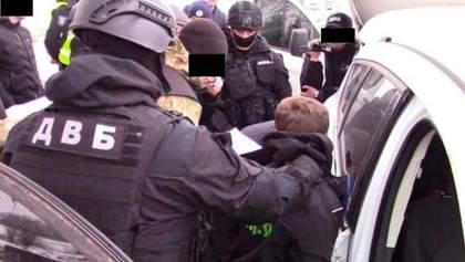 """Перестрілки та поліцейські-""""перевертні"""": на Дніпропетровщині провели масштабну спецоперацію"""