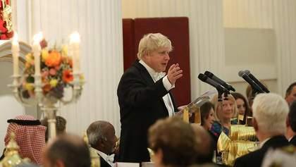 """Вони створюють """"Новачок"""", ми – світлові мечі, – Борис Джонсон про різницю між РФ та Британією"""