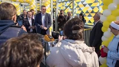 """Кличко відкрив оновлену зупинку """"Генерала Потапова"""" на Борщагівській лінії швидкісного трамвая"""