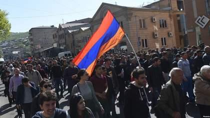У Єревані поновилися протести: активісти перекривають дороги