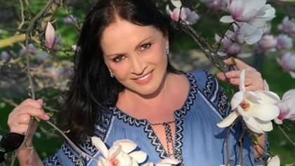 София Ротару показала семейную фотосессию в цветах: фото