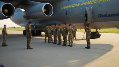 В Украину из Гренландии вернулись военные летчики после выполнения экстренной операции