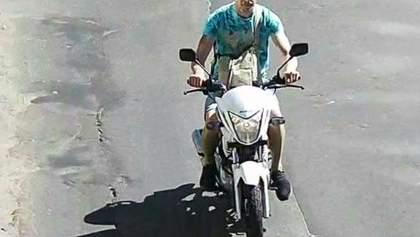 З'явилися фото чоловіка, який вкрав мотоцикл Найєма