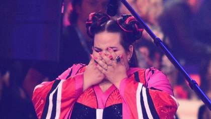 Нетта Барзилай упала с лестницы перед получением кубка победителя Евровидения 2018: видео