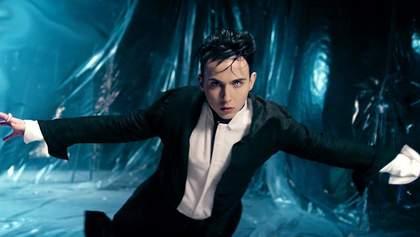 В сети распространяется фото, где MELOVIN обнимает Филиппа Киркорова за кулисами Евровидения
