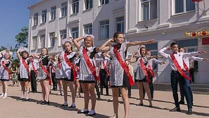 Сплошная советчина: появились фото со школьного выпускного в Крыму