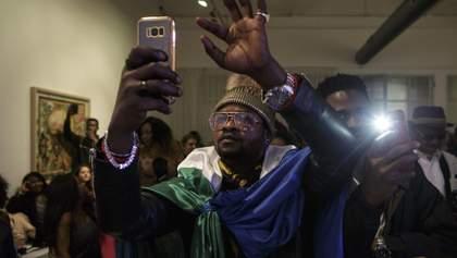 """""""Чтобы остановить сплетни"""": в одной из стран Африки вводят налог на соцсети"""