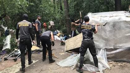"""Знову погром: з'явилися фото, як """"Національна дружина"""" розігнала табір ромів у Києві"""