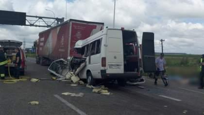 Смертельное ДТП на Житомирщине: не менее 10 погибших в результате столкновения маршрутки и фуры
