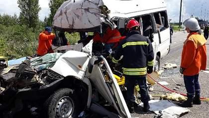 Смертельне зіткнення маршрутки та вантажівки на Житомирщині: оприлюднено нову інформацію