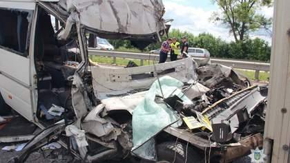 Черный день на украинских дорогах: 21 человек погиб в четырех областях
