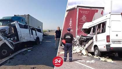 Почему произошли смертельные аварии грузовиков с микроавтобусами: версия водителей фур