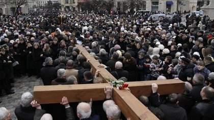 Плакати з Миколою ІІ та Кирилом: що відбувалося на хресній ході Московського патріархату
