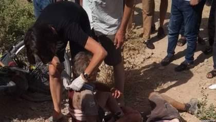 В Таджикистане водитель автомобиля совершил кровавый наезд на иностранных велосипедистов: видео