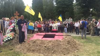 Борца за украинскую независимость Левка Лукьяненко похоронили на Байковом кладбище